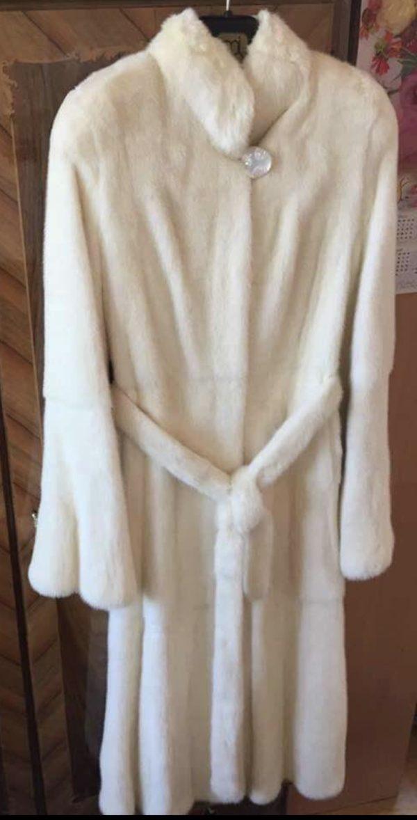 Manteau en vison blanc