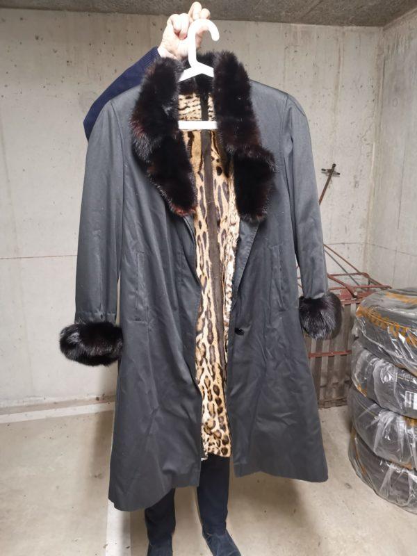 Manteau de pluie et fourrure