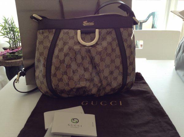 Sac en bandoulière Gucci.